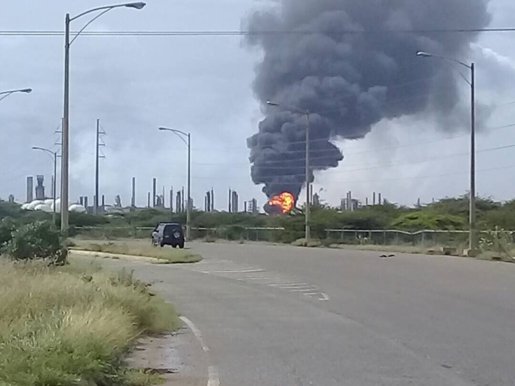 Reportan incendio en Refinería Amuay #29Dic — VIDEO+FOTOS