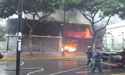 Incendio consume local comercial en las adyacencias del Sambil