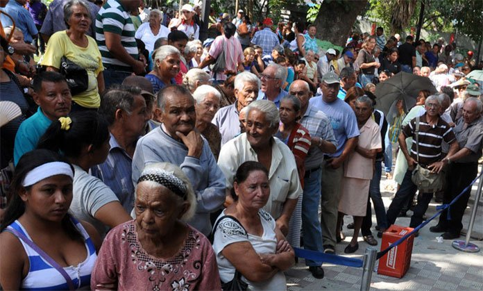 Pensionados cobrarán 260