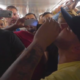 Nacho deleitó a su público cantando en el Metro de Caracas