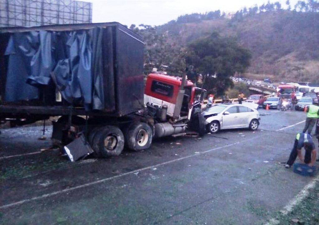 Aparatoso Accidente en Tazón - noticiacn
